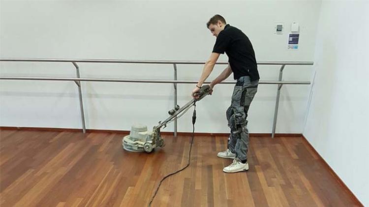 Houten vloer schuren mp schuurtechniek al jaar ervaring in